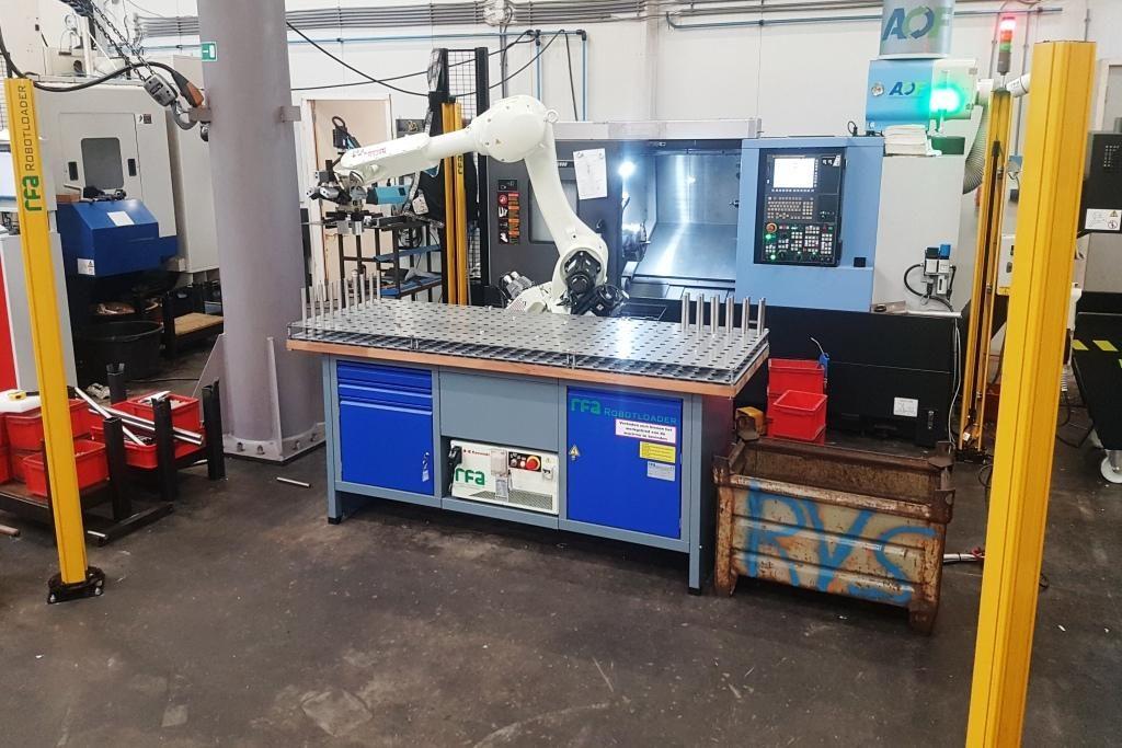 RFA Robotloader RS020N voor het automatiseren van een Doosan draaibank. De productiviteit van de onbemande machine is hoog.